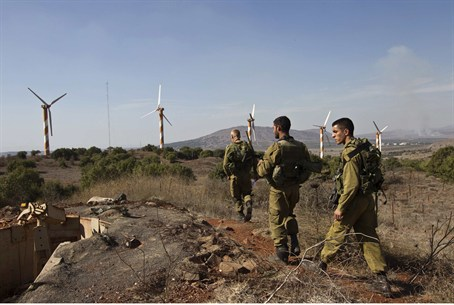 Israeli soldiers walk near Alonei Habashan cl