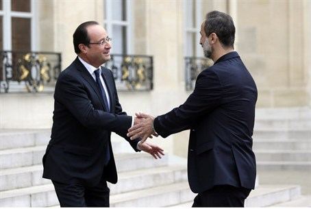 French President Francois Hollande welcomes S