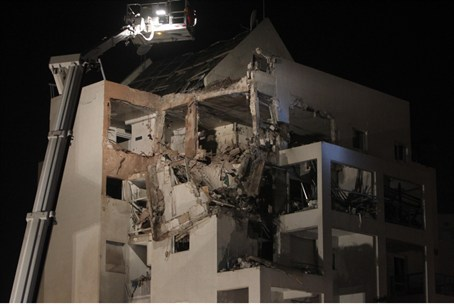 Building hit in Rishon L'Tzion