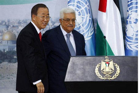 PA Chairman Abbas stands with U.N. Secretary-