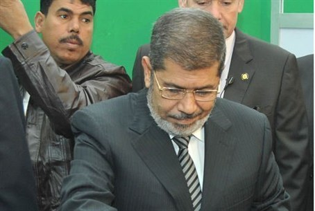 Morsi votes in referendum