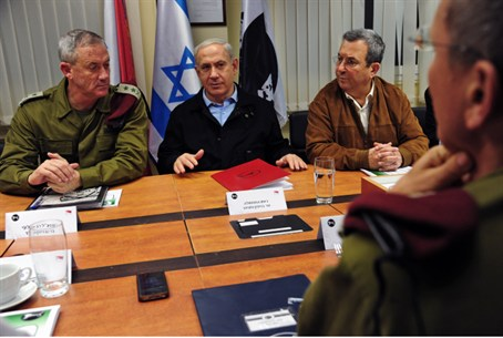 Gantz, Netanyahu and Barak at security briefi