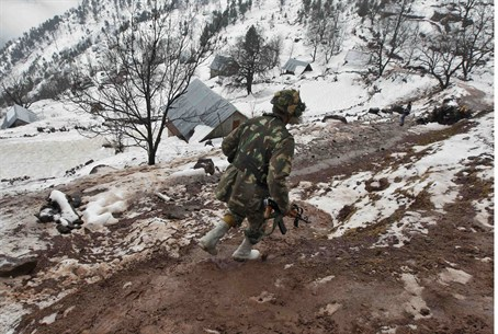 Indian soldier patrolling in Kashmir region