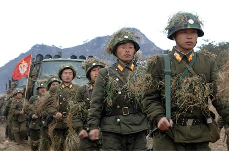 North Korean soldiers attend military trainin