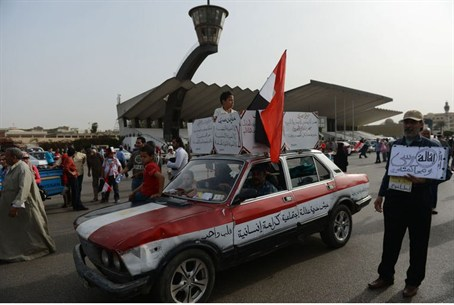 Egyptians show support for military