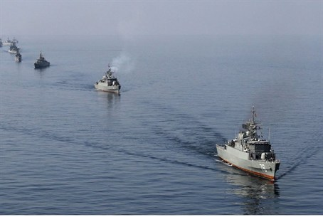 Iranian Navy boats take part in navy maneuver