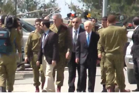 Peres at the IDF Beit El base