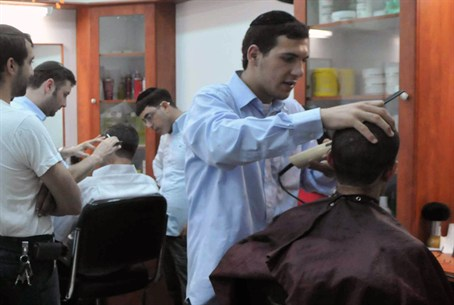 Hairdresser Offers Free Haircuts To Survivors Israel National News