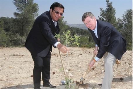 KKL-JNF World Chairman Efi Stenzler (L) and C