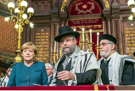 Merkel honored by EU rabbis