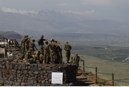 IDF soldiers on Golan Heights (file)