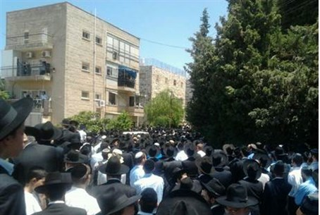 Rabbi Neuwirth's funeral