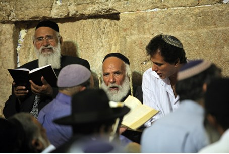 Kinot at the Western Wall