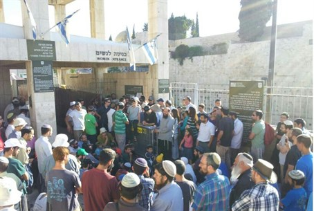Jewish worshippers blocked from Temple Mount