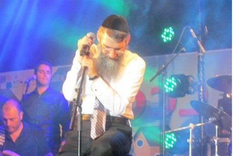 Avraham Fried onstage