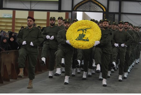 Illustration) Hezbollah fighters on parade)