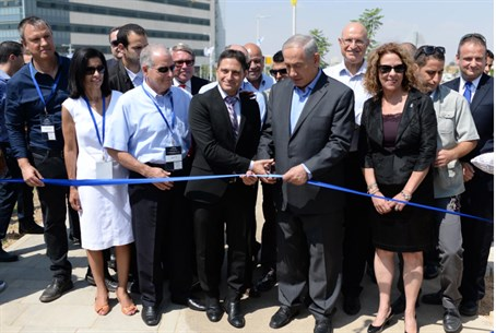 Netanyahu cuts ribbon on hi-tech park (file)
