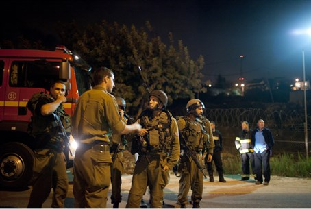 IDF soldiers conduct a search