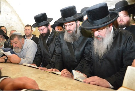 Rabbis visiting the Tomb of Yosef Wed. night
