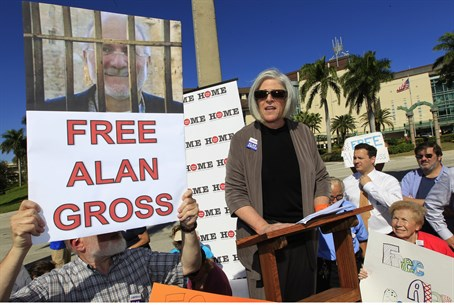 Alan Gross' wife Judy at protest (file)