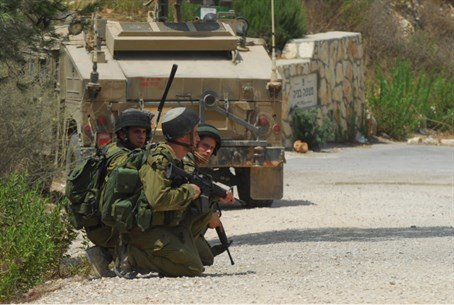 Illustration: IDF border patrol