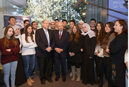 President Shimon Peres with Technion students