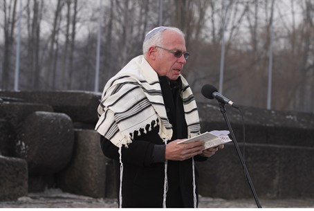 Minister Ariel wearing Shlomo Hauft's tallit