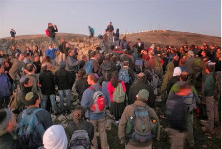 Jews stand on Mount Ebal