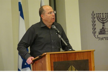 Defense Minister Moshe Ya'alon at press confe