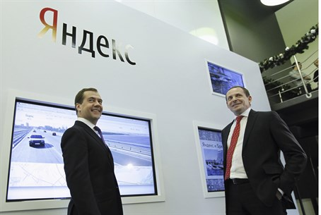 Russian PM Dmitry Medvedev (L) with Yandex CE