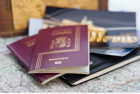 Spanish passport (illustrative)