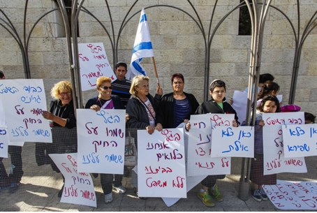 South Tel Aviv residents protest outside High