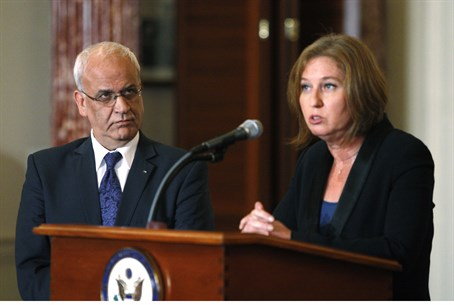 Negotiators Saeb Erekat and Tzipi Livni (arch