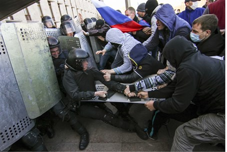Police (L), Pro-Russia protestors clash in Do