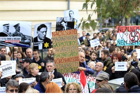 Hungarian protesters in Budapest (file)