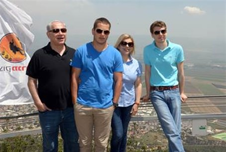 Netanyahus at Manara Outlook