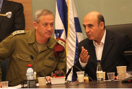 Mofaz (R) with IDF Chief of Staff Benny Ganz