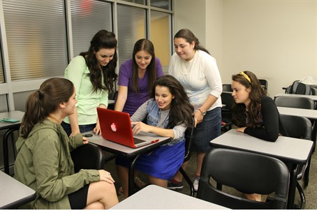 Students in Stern's social media class