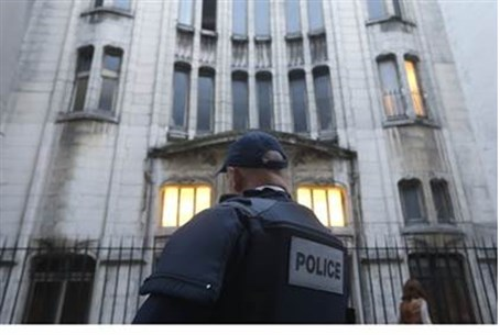 French police secure Paris synagogue (file)