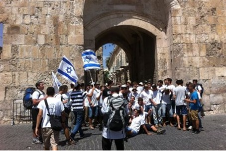 Hispin Yeshiva students at the Lions' Gate