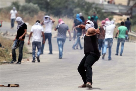 Arab rioters in Samaria (file)