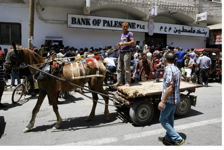 Palestinian Arabs line up outside 'Bank of Pa