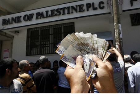 PA employees withdraw cash from Gaza bank aft