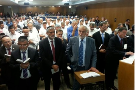 MKs pray in the Knesset