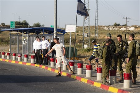 Hitchhiking in Gush Etzion