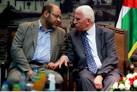 Moussa Abu-Marzouk (L) and Fatah leader