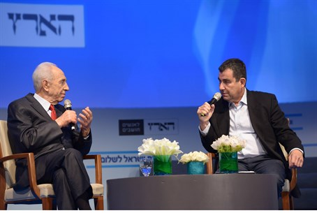 Peres at  Peace Conference