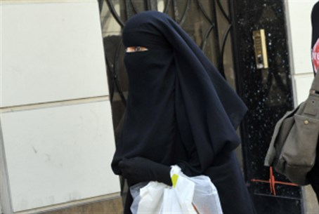Muslim woman in niqab, Paris (file)