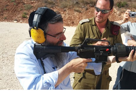 Avraham Fried and the M16