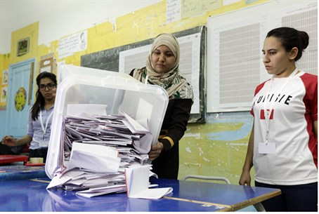 Counting ballots in Tunisia elections